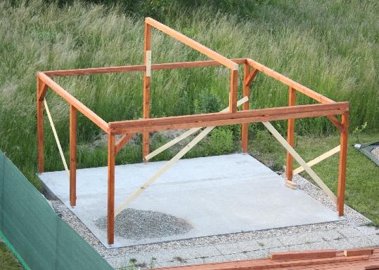 Drevená konštrukcia skladu náradia