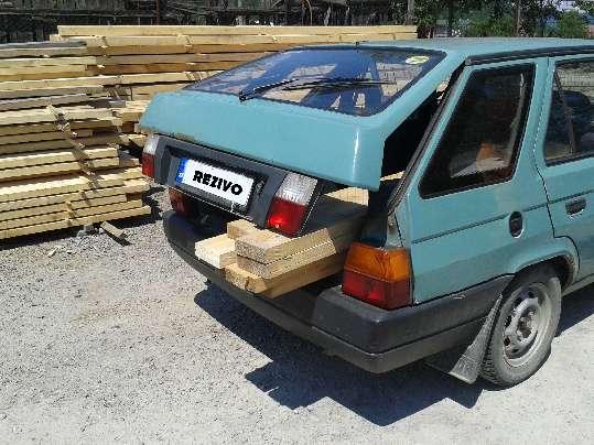 Drevo skrátené na prepravu osobným autom